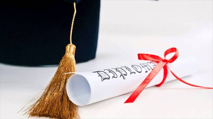 Difference between certificate and degree