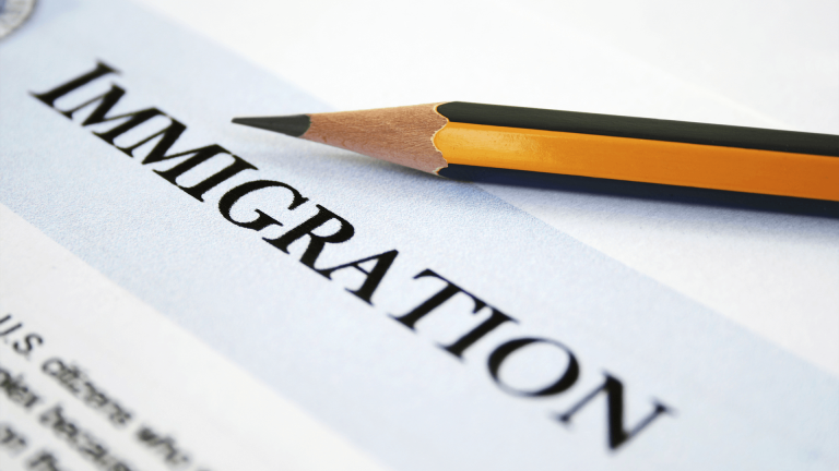 How to choose the right immigration consultant
